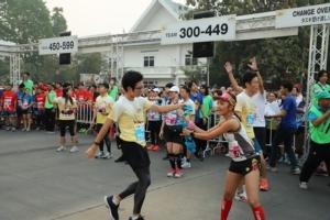 """นักวิ่งชาวไทย-ชาวญี่ปุ่นนับพันคนร่วมวิ่งผลัด """"กรุงศรีอยุธยา คิชูน่า เอกิเด้ง 2020"""""""