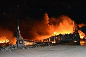 ไม่เหลือ! ไฟไหม้โรงงานเครื่องนอนกลางดึกวอด สูญหลายสิบล้านบาท