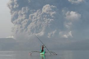 กต.เตือนคนไทยเฝ้าระวัง หลังฟิลิปปินส์ยกระดับเตือนภัย 'ภูเขาไฟตาอัล' ยกเลิกเที่ยวบินหลายร้อย