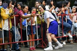 """ฮาตรึม! """"ซ้อต่าย"""" คอสเพลย์ชุดนักเรียนลุยงานวันเด็กที่บุรีรัมย์"""