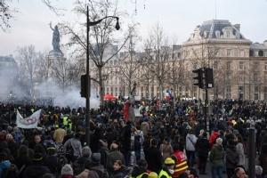 In Clip: นายกฯฝรั่งเศสยอมถอย ไม่ใช้เกณฑ์อายุเกษียณ 64 ปี แต่สหภาพยังประท้วงลากยาว