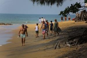 ฉลามกัดนักท่องเที่ยวเป็นแผลเหวอะหวะ ขณะลงเล่นน้ำหาดนางทอง จ.พังงา
