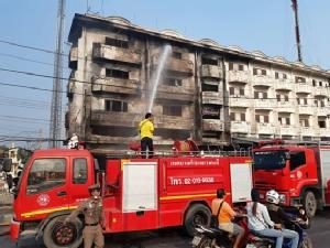 ไฟไหม้อาคารพาณิชย์เก็บอะไหล่รถยนต์มือสองเสียหาย 2 คูหา