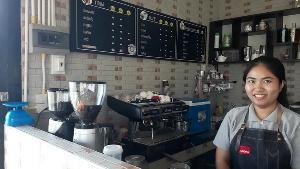 """ฟาร์มจระเข้รอผลปลดล็อก """"ไซเตส"""" สบช่องเปิดโฮมสเตย์-ร้านกาแฟกลางน้ำรับนักท่องเที่ยว"""