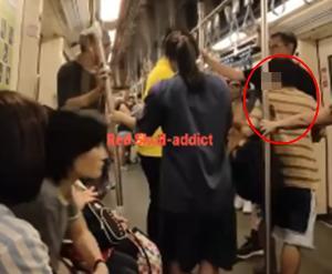 คลิปว่อน! ฝรั่งฉุนไล่ต่อยหนุ่มไทยบนรถไฟฟ้า สะพัดทำไอโฟน 11 ตก