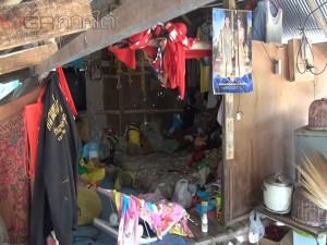 สุดรันทด 8 ชีวิตยัดเยียดอยู่ในบ้านผุพังชายป่าสวนยางที่สงขลา