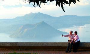 ในยามหลับใหล ภูเขาไฟตาอัลถือเป็นแหล่งท่องเที่ยวเลื่องชื่อของฟิลิปปินส์