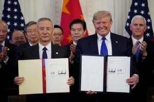 """เป็นทางการ! สหรัฐฯ-จีนลงนามข้อตกลงการค้า """"เฟส 1"""" เชื่อช่วยส่งเสริมเศรษฐกิจโลก"""