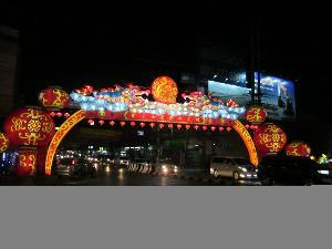 ปากน้ำโพคึกคัก คนเริ่มเที่ยวเซลฟีกลางแสงสีตรุษจีน 104 ปี