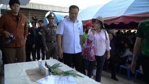 """(ชมคลิป) """"ศรีนวล"""" โผล่เกาะติดเป็นเงาตามตัว """"อนุทิน"""" ปฏิบัติภารกิจที่เชียงใหม่-เผยภูมิใจไทยพร้อมอ้าแขนรับ"""