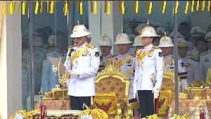 """ในหลวง ทรงมีพระราชดำรัส """"ประเทศชาติจะเป็นปึกแผ่นมั่นคงได้ ก็ด้วยคนไทยทุกหมู่เหล่า พร้อมเพรียงกันปฏิบัติหน้าที่ของตน"""""""