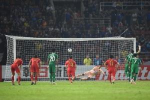 """""""VAR"""" ทำพิษ """"ช้างศึก"""" โดนจุดโทษ พ่ายหวิว ซาอุฯ 0-1 ดับฝันตั๋วโอลิมปิก"""