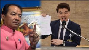 (ขวา) นายปิยบุตร แสงกนกกุล เลขาธิการพรรค อนค. (ซ้าย) นายศรีสุวรรณ จรรยา เลขาธิการสมาคมองค์การพิทักษ์รัฐธรรมนูญไทย