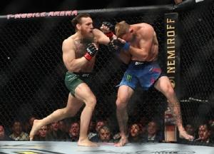 """มาเร็วเคลมเร็ว """"แม็คเกรเกอร์"""" ซัด """"คาวบอย"""" ร่วงแค่ 40 วิฯ คืนสังเวียนประกาศชัย UFC"""