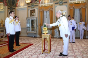 ในหลวงพระราชทานพระบรมราชวโรกาส ให้ประธานองคมนตรี เข้าฝ้าฯถวายสัตย์ปฏิญาณก่อนเข้ารับหน้าที่