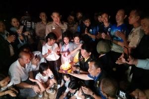 ต้อนรับลูกเต่ามะเฟืองรังแรก จัดเป่าเค้กฉลองวันเกิด