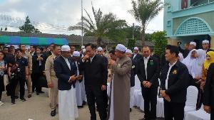 """""""บิ๊กตู่"""" พบผู้นำอิสลาม ย้ำทุกศาสนาสอนเป็นคนดี น้อยใจถูกว่าหนีเที่ยวไม่แก้ปัญหากทม."""