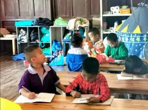 ครบรอบปี ทำดีร่วมกัน ชมรมสื่อสร้างสรรค์เพื่อการท่องเที่ยว ลุยมอบอุปกรณ์การเรียนการสอน สิ่งของจำเป็นและทุนการศึกษา แก่นักเรียน ตะเพินคี่ จ.สุพรรณบุรี