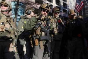InPics&Clip: แรลลี่อเมริกันรักปืน ร่วม 22,000  ถือไรเฟิลเดินขบวนท้าสถานการณ์ฉุกเฉินรัฐเวอร์จิเนียวัน MLK เดย์ - ทรัมป์เยือนอนุสรณ์สถาน