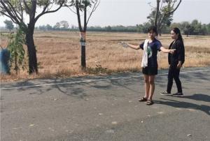 ชาวบ้านผวา! 3 วัยรุ่นบุรีรัมย์ขับจยย. ชนลวดปริศนาขึงขวางถนนบาดคอปากเหวอะ- ยังจับคนทำไม่ได้