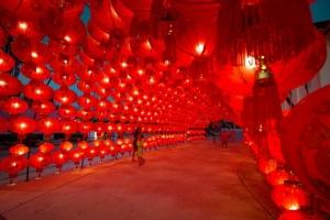 ชมและเก็บความประทับใจกับเทศกาลโคมไฟรับตรุษจีน ณ โรงเหล้ากะทู้