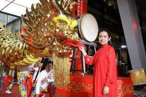 """อลังการมังกรทองยาวที่สุดในไทย """"เซ็นทรัล"""" ฉลองตรุษจีนปีหนูทอง"""