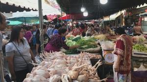 บรรยากาศวันจ่ายเทศกาลตรุษจีนที่เพชรบุรีคึกคัก