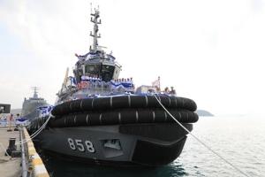 """กองทัพเรือรับมอบเรือลากจูง """"เรือหลวงหลีเป๊ะ"""" หนุนภารกิจเรือรบ"""