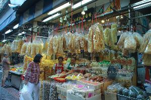 มีสินค้าจากประเทศจีนให้เลือกซื้อที่ตลาดเก่าเยาวราช