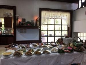 วันไหว้อบอุ่น! ครอบครัวชาวไทยเชื้อสายจีนประกอบพิธีไหว้บรรพบุรุษในวันตรุษจีน