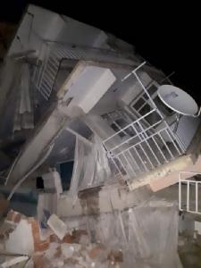 In Pics: แผ่นดินไหว 6.8 เขย่า 'ตุรกี' บ้านเรือนพังถล่ม ตายแล้ว 20 เจ็บกว่าพันคน