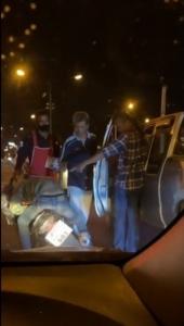 ตำรวจล่าหนุ่มหัวร้อนกระทืบคนขี่มอเตอร์ไซค์สลบคาสี่แยกเมืองอุบล