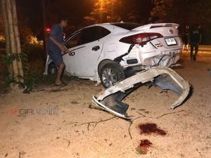 ทหารขับรถไม่ชำนาญเส้นทางที่พัทลุง เสียหลักพุ่งชนต้นไม้ข้างทางเจ็บสาหัส