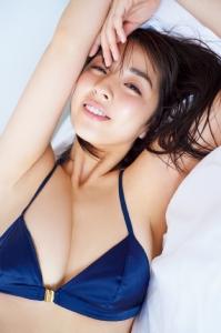 """""""ยูรินะ ยานางิ"""" นางแบบกราเวียร์ ดีกรีสาวข้างกาย """"มินามิโนะ"""" ตัวรุกลิเวอร์พูล"""