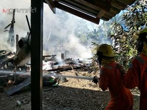 เพลิงไหม้บ้านวอดทั้งหลังที่พัทลุง จนท.เร่งเข้าช่วยอุ้มยายวัย 90 ออกมาได้หวุดหวิด