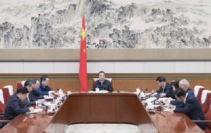 นายกรัฐมนตรีจีน หลี่ เค่อเฉียง หัวหน้าคณะทำงานพิเศษประจำคณะกรรมการกลางพรรคคอมมิวนิสต์จีน เพื่อกำกับดูแลการปฏิบัติงานป้องกันและควบคุมเชื้อไวรัสฯ เป็นประธานการประชุมเมื่อวันที่ 26 ม.ค. เข็นมาตรการต่างๆอย่างเต็มสูบเพื่อหยุดไวรัสโคโรนาพันธุ์ใหม่  (ภาพ ซินหัว)