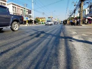 ชาวบ้านสุดทนถนนเป็นลูกคลื่นเกิดอุบัติเหตุบ่อย วอนแขวงการทางเข้ามาทำ