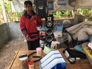น่าชื่นชม! โลกโซเชียลสานฝันลุงวัย 56 แห่โอนเงินเป็นทุนเรียนจบปริญญา-สุดรันทดหนักบ้านมีแต่หลังคาไม่มีน้ำ-ไฟ