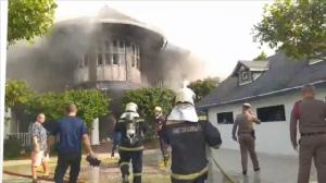 ระทึกไฟไหม้บ้านไม้หรู มูลค่ากว่า25ล้านบาท
