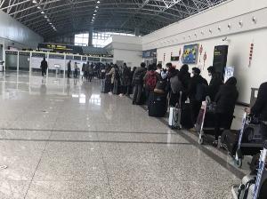 หนุ่มลำปางถ่ายคลิปจากจีนสุดดีใจได้กลับเมืองไทย ไม่หวั่นถูกกักตัวตรวจร่างกาย