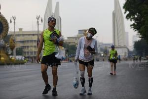 สวดยับแฮชแท็ก #วิ่งผ่าเมือง พาคนดมฝุ่น PM 2.5 จุดพลุตอนตี 3 ชาวบ้านไม่ได้นอน