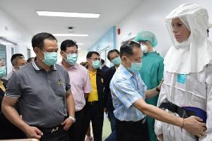 """""""อนุทิน"""" ดอดให้กำลังใจ จนท. เผยผู้ป่วยโคโรนาจีนมั่นใจการรักษา เข้มเข้าไทยต่อเนื่อง"""