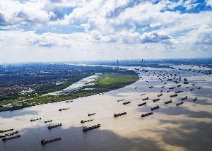 อู่ฮั่น เมืองใหญ่ที่มีแม่น้ำแยงซีไหลฮั่นและแม่น้ำฮั่นไหลมาบรรจบกัน (ภาพ : ซินหัว)
