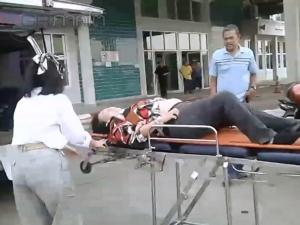 เกิดอุบัติเหตุรถตู้ชนคนภายในสถานีขนส่งเมืองสงขลาบาดเจ็บสาหัส