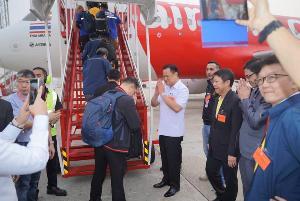 """""""เสี่ยหนู""""เดินทางมาส่งทีมแพทย์เดินทางไปกับเที่ยวบินพิเศษ แอร์เอเชีย รับ คนไทย142จากเมืองอู่ฮั่น"""