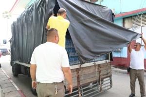 ทัพเรือสัตหีบเตรียมรถบัสรับ 157 คนไทยถึงจุดจอดเครื่องบิน ก่อนนำตรวจร่างกายที่ รพ.สิริกิติ์
