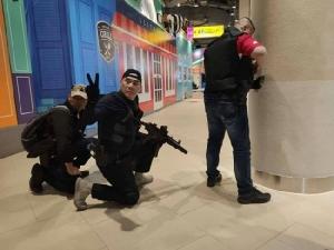 """เปิดแผนวิสามัญจ่าคลั่ง เหยื่อแชตผ่านเฟซบุ๊กกองปราบฯ แจ้งพิกัด """"บิ๊กแป๊ะ"""" นำลูกน้องปะทะ สลดตัวประกันถูกยิงตายก่อนดวลปืนในห้องเย็น"""