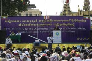 ชาวพม่าชาตินิยมรวมตัวชุมนุมหนุนทหารไม่พอใจรัฐบาลซูจีเสนอแก้รัฐธรรมนูญ