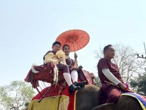"""ททท. เชิญชวนวิวาห์หวาน """"แต่งงานและจดทะเบียนสมรสบนหลังช้าง"""" หนึ่งเดียวในโลก"""
