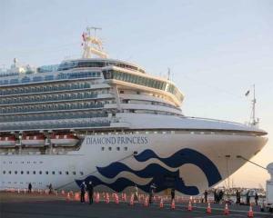 """ญี่ปุ่นพบผู้ติดไวรัสโคโรนาอีก 60 คน หลังกักเชื้อ """"เรือสำราญ"""""""